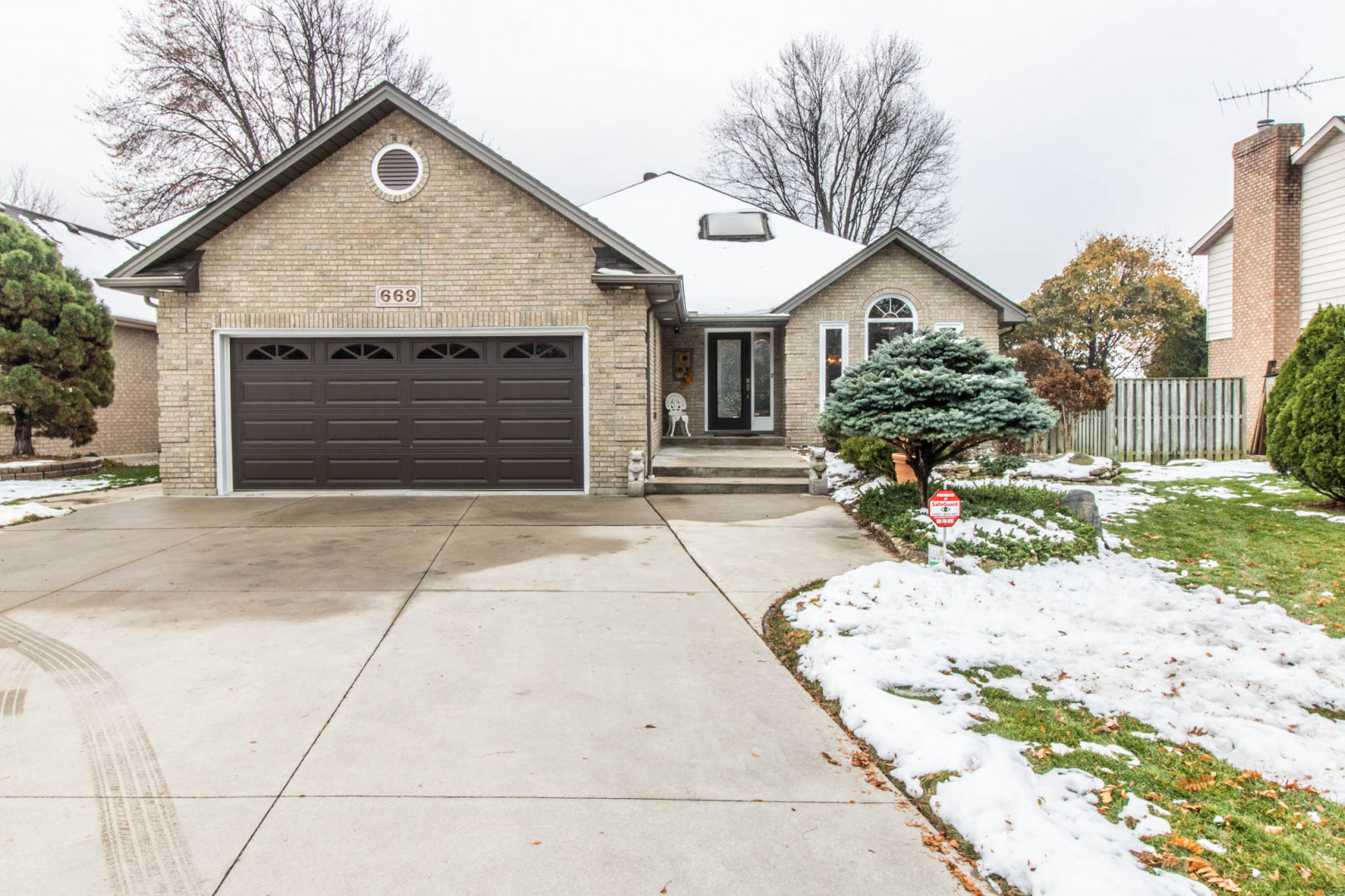 669 Old Tecumseh Rd, Lakeshore Home For Sale!